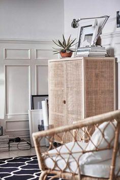 Ikea Stockholm Kollektion Für 2017 Helles Holz Schrank Rattansessel  Musterteppich