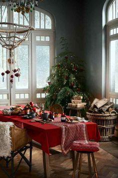 125 Christmas table decoration Ideas for astonishment Christmas Table Settings, Christmas Table Decorations, Holiday Decor, Natal Country, Deco Table Noel, Christmas Interiors, H&m Home, Christmas Mood, Xmas