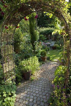 Gardens: Urban Idyll: Urban idyll 4 diy garden design Gardens: Urban idyll - in pictures Back Gardens, Small Gardens, Outdoor Gardens, Little Gardens, Rustic Gardens, Amazing Gardens, Beautiful Gardens, The Secret Garden, Secret Gardens