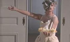 Al ritmo de Mozart una felicitación de cumpleaños muy original, bailan a la vez que hacen un pastel como felicitación.