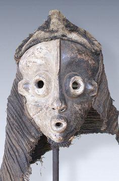 Mbuya-Maske mbangu des Stammes der Pende, D. R. Kongo Mbuya sickness-mask…
