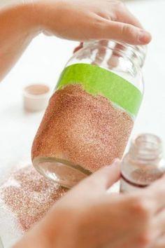 Glamorous DIY Glitter Vases For Your Wedding Table Decor | Weddingomania