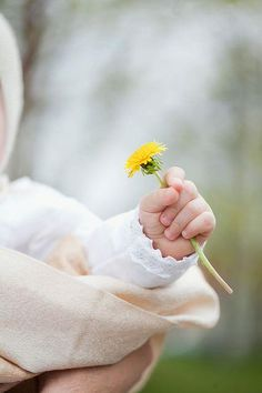 sweet baby fingers holding a dandelion. Cute Little Baby, Little Babies, Baby Love, Cute Babies, Newborn Baby Photos, Cute Baby Pictures, Cute Photos, Girl Photography, Newborn Photography