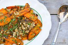 Servér disse smukke gulerødder lune eller kolde til grillmad, et godt stykke kød eller måske til ugens fisk. Jeg synes, at de kan gå til det meste. Det er enkelt og billigt tilbehør, som nemt kan vari