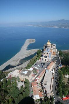 Santuario di Tindari con vista laghetti di marinello e ....Portorosa.