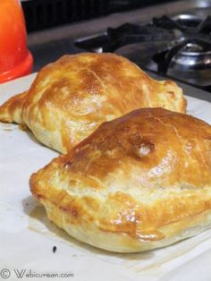 A tender filet mignon steak is topped with a savory mushroom mixture and wrapped in a flaky puff pastry crust in this Easy Beef Wellington recipe. Easy Beef Wellington, Beef Wellington Recipe, Wellington Food, Chicken Wellington, Beef Dishes, Food Dishes, Empanadas, Meat Recipes, Cooking Recipes