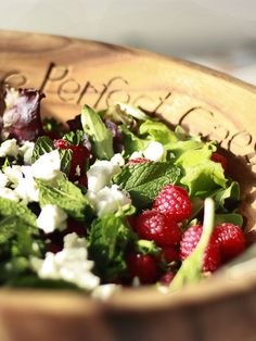 raspsberry goat cheese salad -- just need to add some meat (turkey or bacon) Summertime Salads, Summer Salads, Vegetarian Recipes, Cooking Recipes, Healthy Recipes, Healthy Foods, Yummy Eats, Yummy Food, Great Recipes