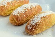It is a classic with flour, crispy semolina texture and thick sherbet. Moreover, preparing with sugar-free dough. It is a classic with flour, crispy semolina texture and thick sherbet. Moreover, preparing with sugar-free dough. Yogurt Cups, Powdered Sugar, Finger Foods, Finger Finger, Hot Dog Buns, Sugar Free, Lemon, Bread, Desserts
