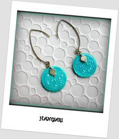 Paire de boucles d'oreilles rondes turquoise sequin fait main peinture, carton/www.alittlemarket.com/boutique/boucles-d-oreilles-originales-insolites : Boucles d'oreille par boucles-d-oreilles-originales-insolites