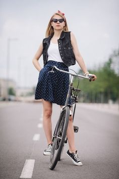 Black #Converse #Chucks Chuck Taylor low tops with a skirt