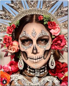 Skeleton makeup Halloween Makeup Sugar Skull, Soirée Halloween, Sugar Skull Makeup, Halloween Inspo, Halloween Makeup Looks, Halloween Skeletons, Halloween Outfits, Halloween Costumes, Skeleton Face Makeup