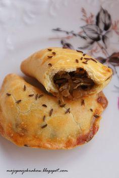 moje pasje: Pieczone pierogi z kruchego ciasta z kapustą i grzybami