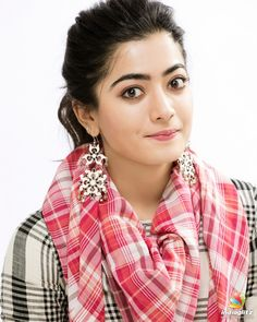 You can see the world famous heroine Kajal Agarwal in the film. Here she makes a great movie in the Indian world, especially in Tamil and her looks are really awesome. South Actress, South Indian Actress, Most Beautiful Indian Actress, Beautiful Actresses, Beautiful Girl Photo, Beautiful Women, Beautiful Heroine, Beautiful Hijab, Beautiful Models