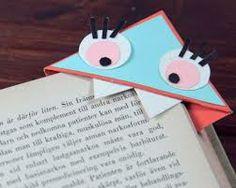 Es un punto de libro de esquina, muy cómodo para niños y para adultos.
