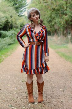 Cute autumnal stripes inspired dress with cowboy boots Pin Up Outfits, Indie Outfits, Ruffle Dress, Striped Dress, Fall Dresses, Nice Dresses, Vintage Looks, Retro Vintage, Dresses With Cowboy Boots
