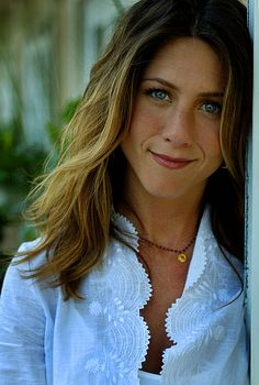 actress-jennifer-aniston-at-the-four-seasons-hotel-promoting-her-picture-id563600707 (412×612)