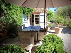 al fresco dining in south of france