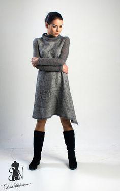 Купить или заказать авторское платье 'Gray ' в интернет-магазине на Ярмарке Мастеров. очень удобное повседневное и в тоже время элегантное авторское платье с ассиметричной линией низа выполнено в технике нуновойлок воротник ,рукава и отделка из тончайшего итальянского…