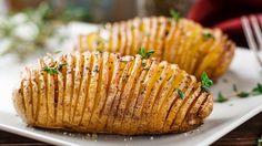 Waarom zou je aardappels schillen? De knapperige schil van deze gepofte aardappels geven juist dat stukje extra. Heerlijk bij je verse groente! Dit recept is geschikt voor 4 personen. Ingrediënten gepofte aardappels 8 stevige aardappels (room)boter Wat olie Peper en zout naar smaak Een paar takjes tijm Bereiding gepofte aardappels Verwarm de oven voor op…