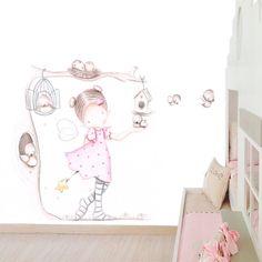 Decoración infantil Il Mondo di Alex, Papel mural efecto pintado a mano, HADA EN ARBOL CON PÁJAROS ... personalizado con nombre o frase y a medida.