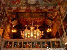 Habo Kyrka. Fasaden till kyrkans orgel är från 1736, då den ursprungliga orgeln ...