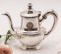 Hotel Silver Vintage Hotels, Copper Pots, High Tea, Afternoon Tea, Vintage Silver, Tea Pots, Cool Designs, Antique Vases, Breakfast Tray