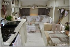 Cat-arzyna: Cottage on wheels