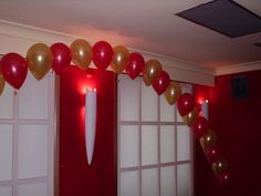 Use red and white and gold balloons in the balloon wall idea.