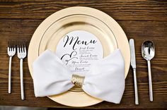 Omg love these big bow napkins with gold accent!! Green + Glam Wedding Ideas
