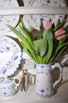 Tulipanens and blue fluted (or a copycat)