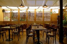 Cafeteria Restaurant Laie.  Pau Claris, 85  de dilluns a divendres, de 9 a 21h, dissabtes de 10 a 21h