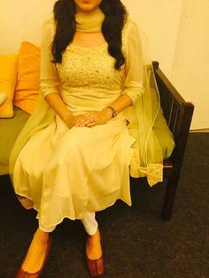 Jutti Simple Kurti Designs, Kurta Designs Women, Salwar Designs, Kurti Designs Party Wear, Dress Neck Designs, Designs For Dresses, Indian Dresses, Indian Outfits, Churidhar Designs