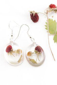 Wild strawberry earrings Red resin earrings Berries by Agnera Types Of Earrings, Unique Earrings, Flower Earrings, Dangle Earrings, Flower Jewelry, Resin Jewelry, Diy Jewelry, Handmade Jewelry, Etsy Handmade