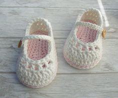 Baby Girl Sandals, Crochet Baby Sandals, Baby Girl Crochet, Crochet Baby Clothes, Baby Boy Shoes, Baby Boots, Crochet Booties Pattern, Crochet Slippers, Häkelanleitung Baby