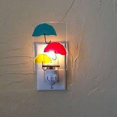 Veilleuse en verre - conception de parapluies de fusion 4 x 3 x 1,5 pouces De mes dessins fantaisistes Fondu dans un four à des températures de plus de 1400 degrés Un cadeau parfait pour toute occasion