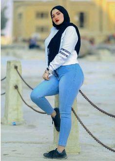 Hijab Jeans, Hijab Chic, Beautiful Hijab, Hijab Fashion, Sporty, Sexy, Style, Swag, Hijab Fashion Style