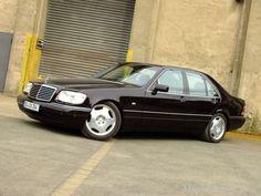 Und ob Größe zählt! Mercedes-Fan Andrej jedenfalls schwört auf die Annehmlichkeiten, die eine geräumige Limousine der Baureihe W140 ihrem Fahrer und den P