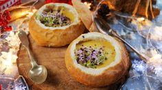 Ugye mindenkinek megvan, a vendéglőből kikért leves, amit cipóban tálalt ki a szakács? Tudjuk, hogy titkon mindenki szereti hozzáenni a kis buci szélét, ahogy fogy a leves. Mi most megmutatjuk, hogyan lehet otthon elkészíteni a tökéletes leves cipót, de egy menő sörös-sajtos levest is adunk hozzá.…