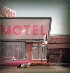 pink retro motel sign with vintage car - Weetzie style California Pink Love, Pretty In Pink, Pink Pink Pink, Vintage Signs, Retro Vintage, Vintage Kitchen, 1950s Kitchen, Vintage Cafe, Vintage Trends