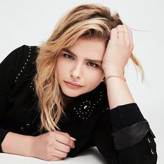 "Chloë Grace Moretz auf Instagram: ""Mood rn cuz I've been studying for Swedish test and all the countries in the world for geography test but I feel like I've learned seriously NOTHING!!! #chloegracemoretz"""