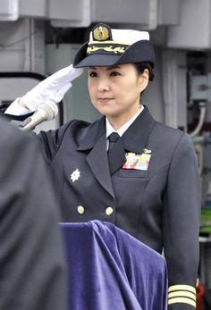 海自 護衛艦「やまぎり」女性艦長 Imperial Japanese Navy, Imperial Army, Military Officer, Military Women, Zara Outfit, Police Uniforms, Female Soldier, Royal Navy, Navy Women