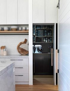 Functional kitchen plan with hidden pantry space. Bondi barn - desire to inspire - desiretoinspire.net