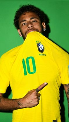 Neymar Jr of Brazil poses during the official FIFA World Cup 2018 portrait session at the Brazil Team Camp on June 2018 in Sochi, Russia. Neymar Jr, Neymar Memes, Brazil Football Team, Brazil Team, Good Soccer Players, Football Players, Sport Football, Nike Air White, David Ramos