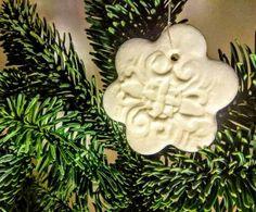 Na stromčeku vyzerajú ozdoby veľmi pekne. Christmas Deco, Merry Christmas, Christmas Ornaments, Dyi, Diy And Crafts, Homemade, Holiday Decor, Inspiration, Home Decor