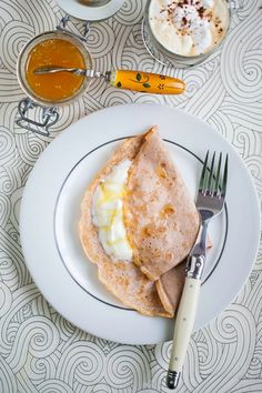 Chestnut Flour Pancakes & Orange Blossom Coconut Yoghurt VEGANIZE it. make an orange blossom coconut sauce. Real Food Recipes, Cooking Recipes, Yummy Food, Healthy Recipes, Healthy Food, Healthy Eating, No Flour Pancakes, Pancakes And Waffles, Breakfast Time