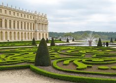The Chateau de Versailles is all green. The air must be pure out there. www.cadran-hotel-gourmand.com