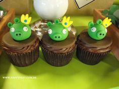 Para a festa de 2 aninhos do Leonardo, os passarinhos Angry Birds foi a escolha para ilustrar esta alegre festa! U...