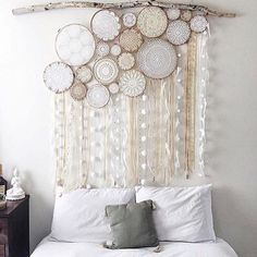 crochet doilies dream catcher wall headboard above bed thing Owl Dream Catcher, Doily Dream Catchers, Making Dream Catchers, Dream Catcher Decor, Beautiful Dream Catchers, Dream Catcher Mobile, My New Room, My Room, Home And Deco