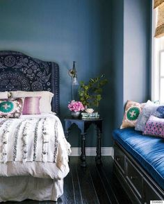 decorology: The Best Master Bedrooms - make a headboard cover with lessos!