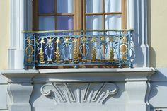 Vymenila som žalúzie za plastové rolety na balkón aj okná a musím povedať, že je to omnoho lepšie ako žalúzie!:) http://www.incon.sk/blog/331-plastove-rolety-na-balkon-prakticke-a-setrne